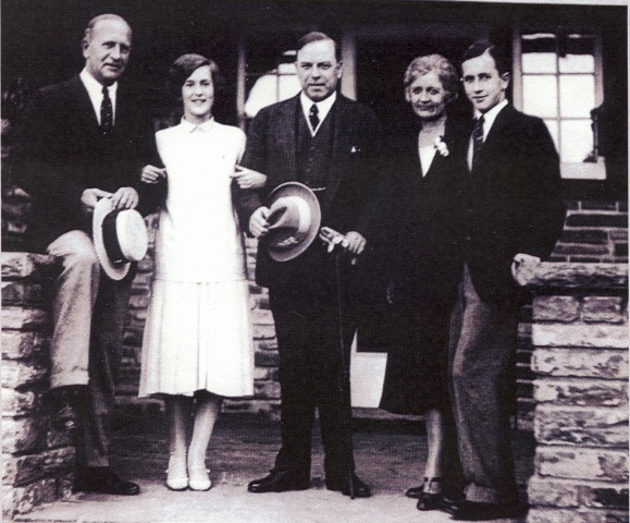 William Lyon Mackenzie King with the Parker Family at Riverwood, 1929